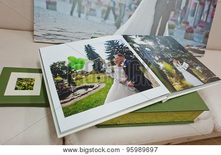 Green And White Leather Wedding Photo Book And Album With Picture