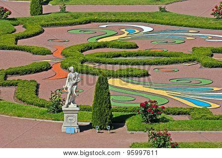 Oranienbaum (Lomonosov). Saint-Petersburg. The Summer Statue