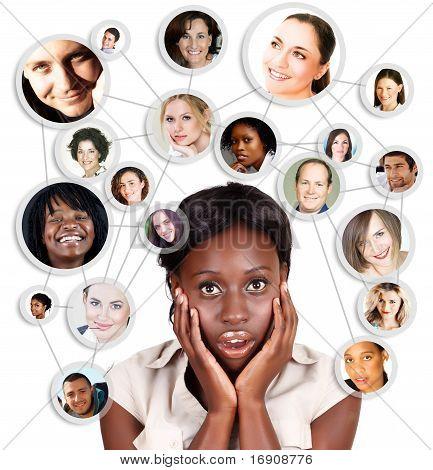 Mujer de negocios de Amercian africana y Red Social