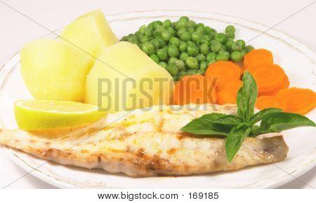 Cena de pescado a la parrilla