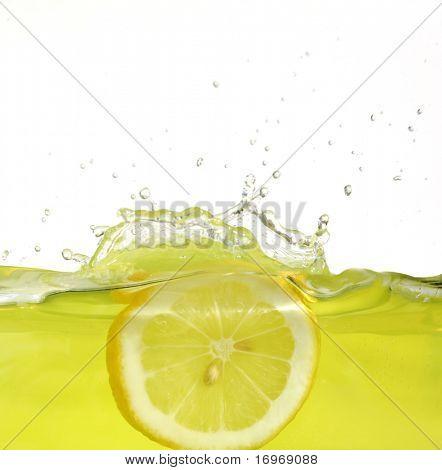 Bild Zitrone Scheibe fallen in Saft