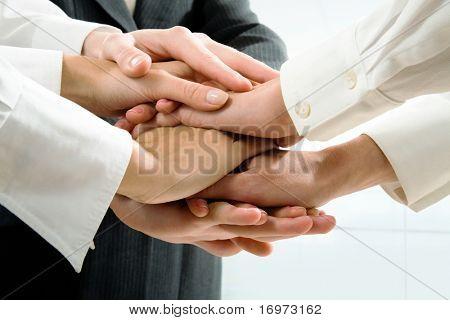 Imagem de pessoas de negócios as mãos em cima do outro