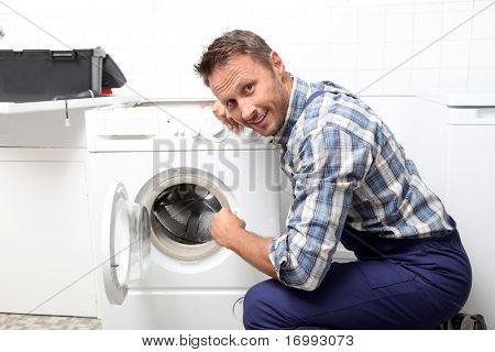 Plomero fijación lavadora rota