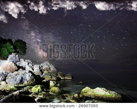 Long exposure of the Milky Way and the dark nebula