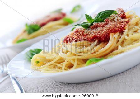 Pasta y salsa de tomate