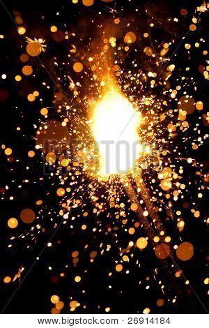 queima de fogos de artifício maciça sparklers com grande grupo de partículas