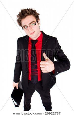 homem de negócios casuais com a camisa vermelha e gravata está mostrando o seu sucesso no trabalho