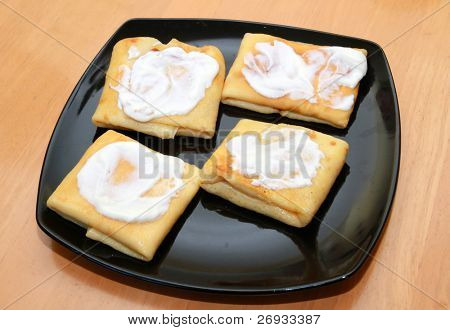 Pancakes with cream