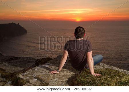 Meditation über die Cliffs of Moher bei Sonnenuntergang