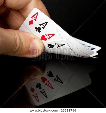 Quatro Ases na mão com reflexão
