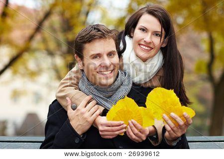paar sammeln Blätter