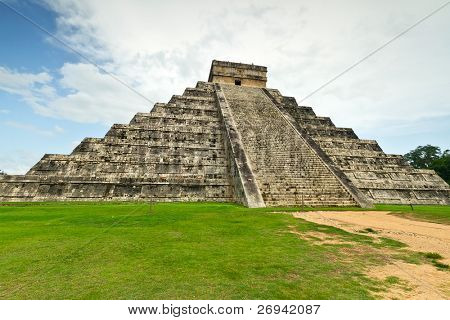 Kukulkan pyramid in Chichen Itza, one of 7 New Wonders in Mexico