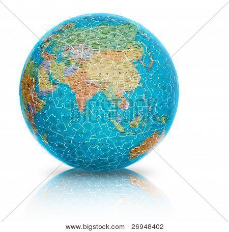 Ilustração puzzle globo a terra Ásia isolada no branco