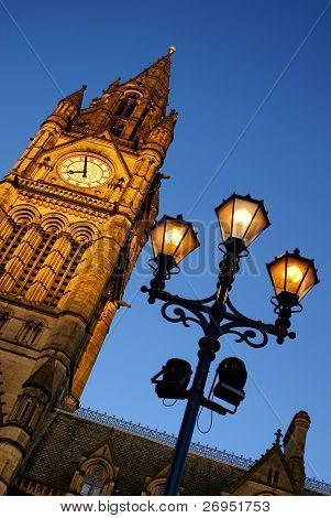 Ayuntamiento de Manchester, Reino Unido, al atardecer