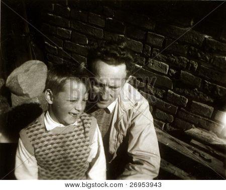 altes Photo von Vater und Sohn (50er)