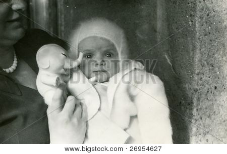 Vintage unretouched photo of baby girl with her mother (1954)