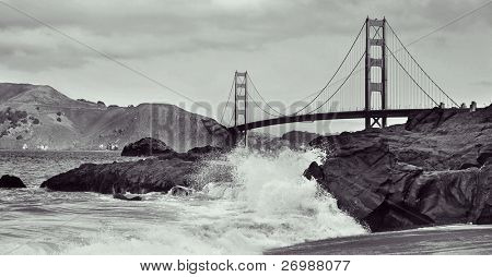 Uma vista da ponte Golden Gate de Baker Beach em San Francisco, Estados Unidos