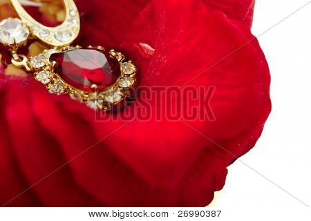 Image of a necklace with a ruby on the petals of red roses