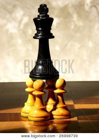 Schach-Spiel über Holz chart.defeated Königin.