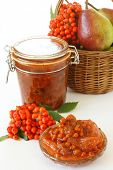 Pears and rowan berries jam
