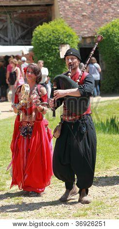 Medieval Oriental Entertainers