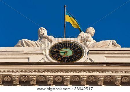 Relógio e bandeira
