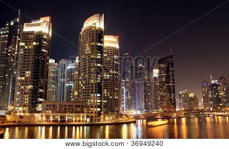 Ciudad de Dubai de noche