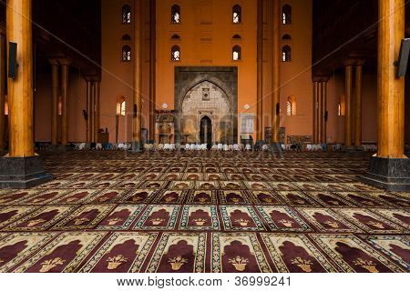 Srinagar Main Mosque Prayer Hall People Praying H