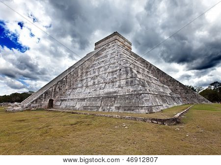 Kukulkan Pyramid in Chichen Itza on the Yucatan, Mexico