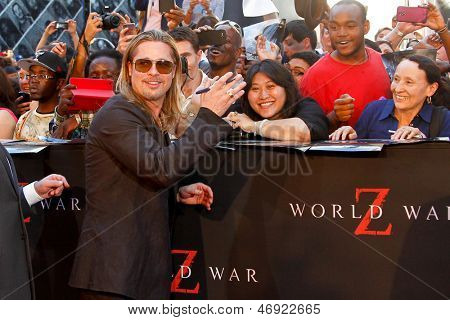 "NEW YORK-JUNE 17: Actor Brad Pitt attends the premiere of ""World War Z"" at Times Square on June 17, 2013 in New York City."