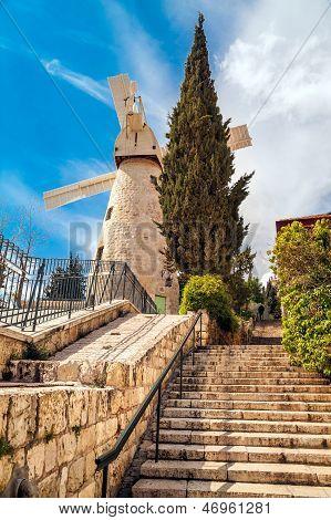 Moshe Montifiori Windmill