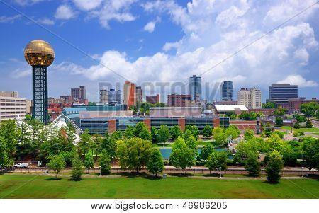 Skyline del centro de Knoxville, Tennessee, Estados Unidos.