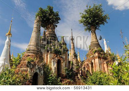Nyaung Oak Pagodas