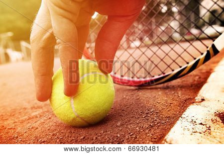 tennis player gets the ball