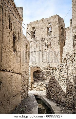 Narrow Alley Birkat Al Mud