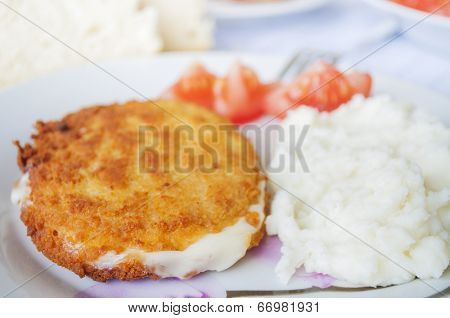 Cordon blue with mashed potatoes