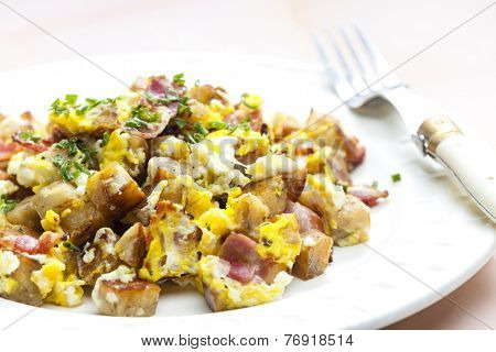 dumpling with egg and bacon
