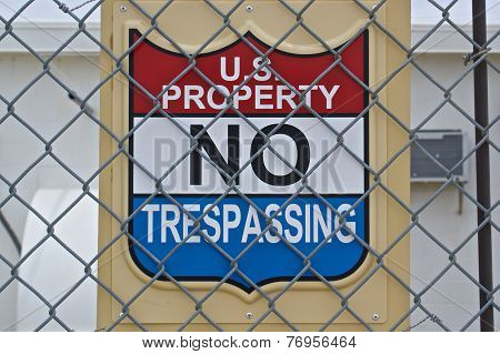 Us Property No Trespassing Sign