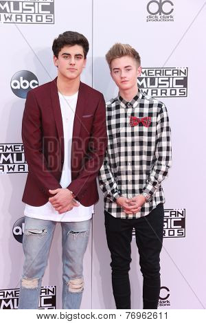 LOS ANGELES - NOV 23:  Sammy Wilk, Jack Johnson at the 2014 American Music Awards - Arrivals at the Nokia Theater on November 23, 2014 in Los Angeles, CA