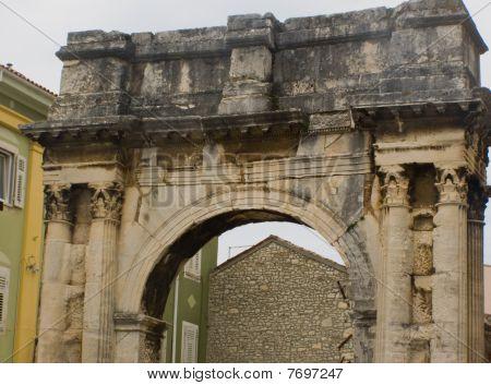 Roman Triumphal Arch (Pula - Croatia)