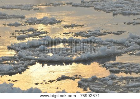 Floe Flowing River. The Middle Of Winter. The Riverbed. Low Temperatures In Frosty Day