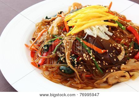 Stir fried glass noodle with sou sauce called
