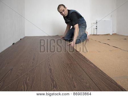 worker puts laminate