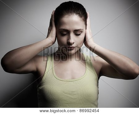 Concentrate Woman In Trouble Holding Head The Hands