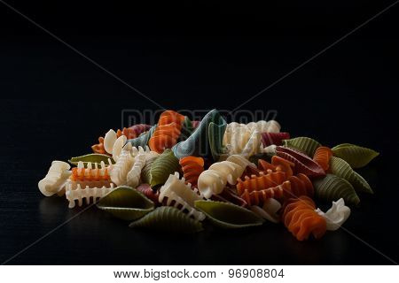 Different types of wholegrain spelt pasta