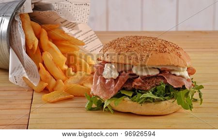 Prosciutto ham burger and fried potatoes.