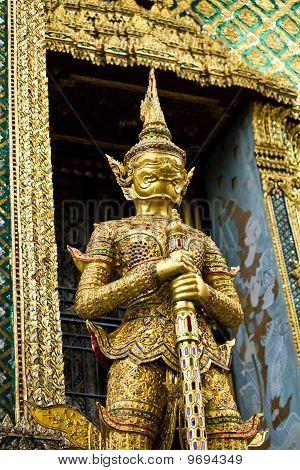 Riesen herumstehen Pagode von Thailand