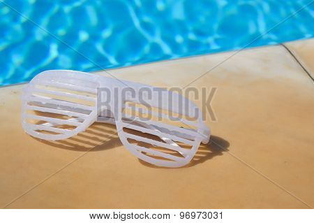 Rave Dance Shutter Glasses By The Swimming Pool