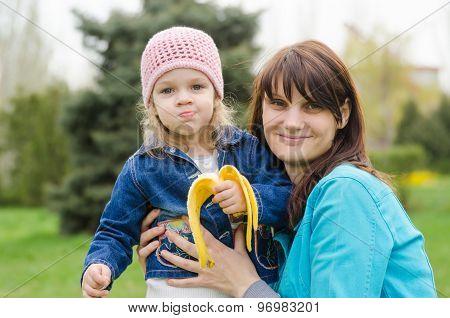 Mom Keeps Girl Who Eats A Banana On Picnic