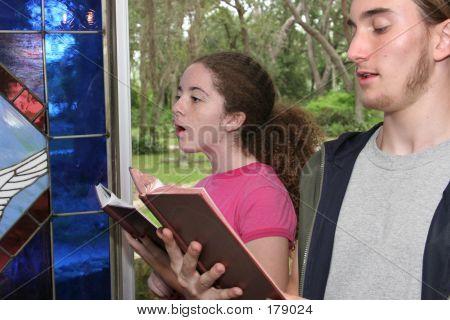 Cantando hinos na Igreja 2